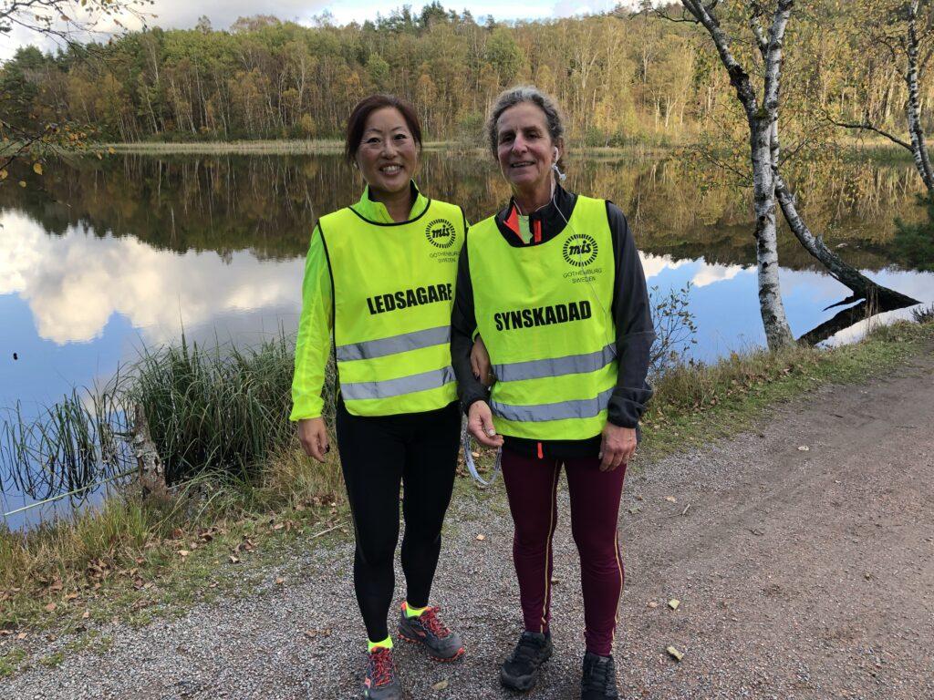 Anette och Denise på löptur i Skatås Göteborg